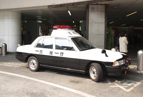 警察にて、各種手続きを行います。